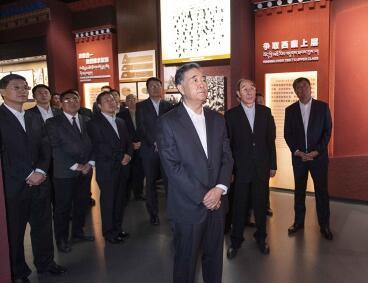 汪洋参观了西藏民主改革60周年专题展览