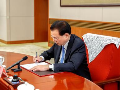 李克强主持召开国务院第三次全体会议 决定任命贺一诚为澳门